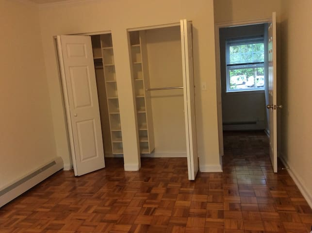 Hancock Village rent out one room - MA - Townhouse