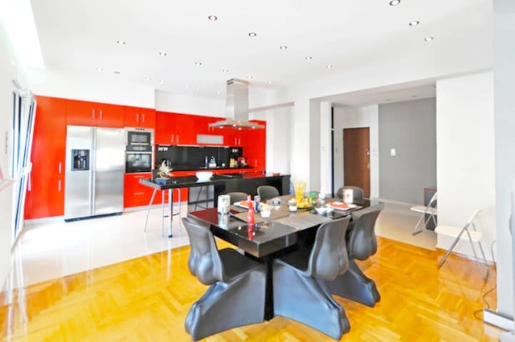 A Luxury & Comfortable Apt in Athens