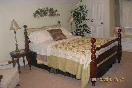 King's Victorian bedroom - Ronks - Ház