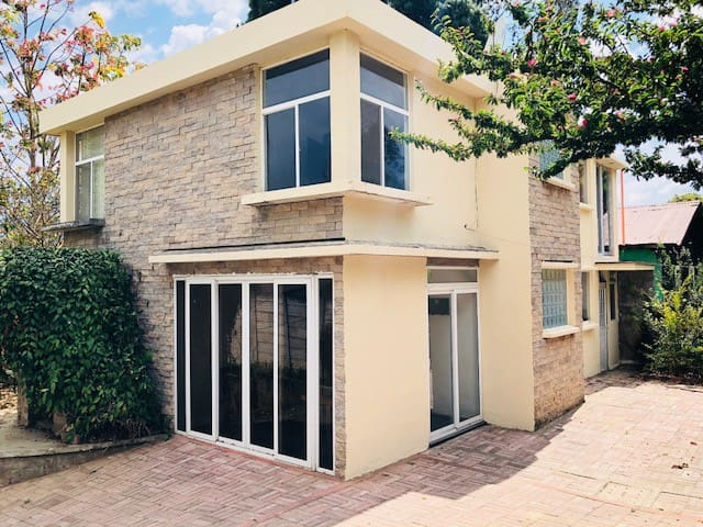 Modern House 10 minutes from Antigua