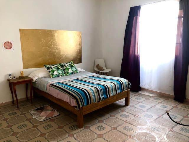 Golden Room Del Valle