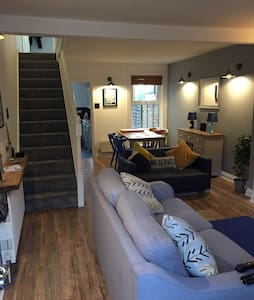 Double room in a stylish 3 bed house