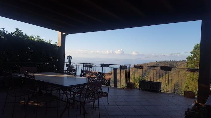 Villa fantastica  panoramica tra mare e montagna