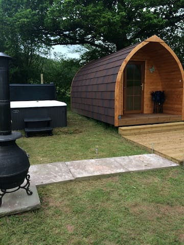Luxury log pods with hot tubs. - Longtown