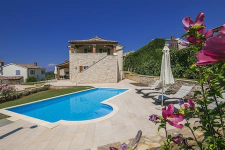 Comfortable Villa Mayla with Pool near Porec - Fuškulin