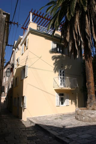 'Pintara Kuca' is a 200 year old former schoolteachers house on an ancient square in the old town.