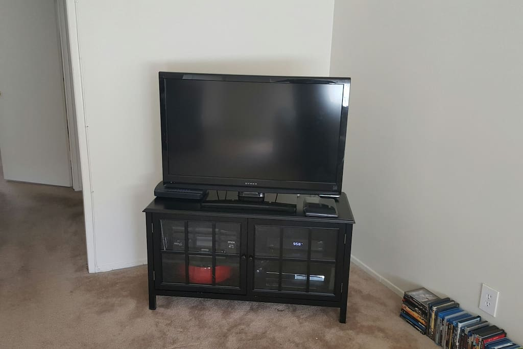 """42"""" flat screen tv with cable, PS3, wireless printer and 100Mbs wifi."""