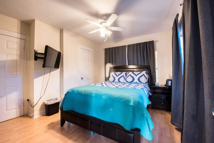 【Private Bed & Bath near Tech with Separate Entry】