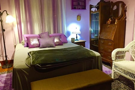 The Purple Room - Sleeps 2 - Includes Breakfast! - Lawton - Casa