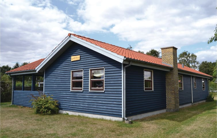 Holiday cottage with 2 bedrooms on 76m² in Juelsminde