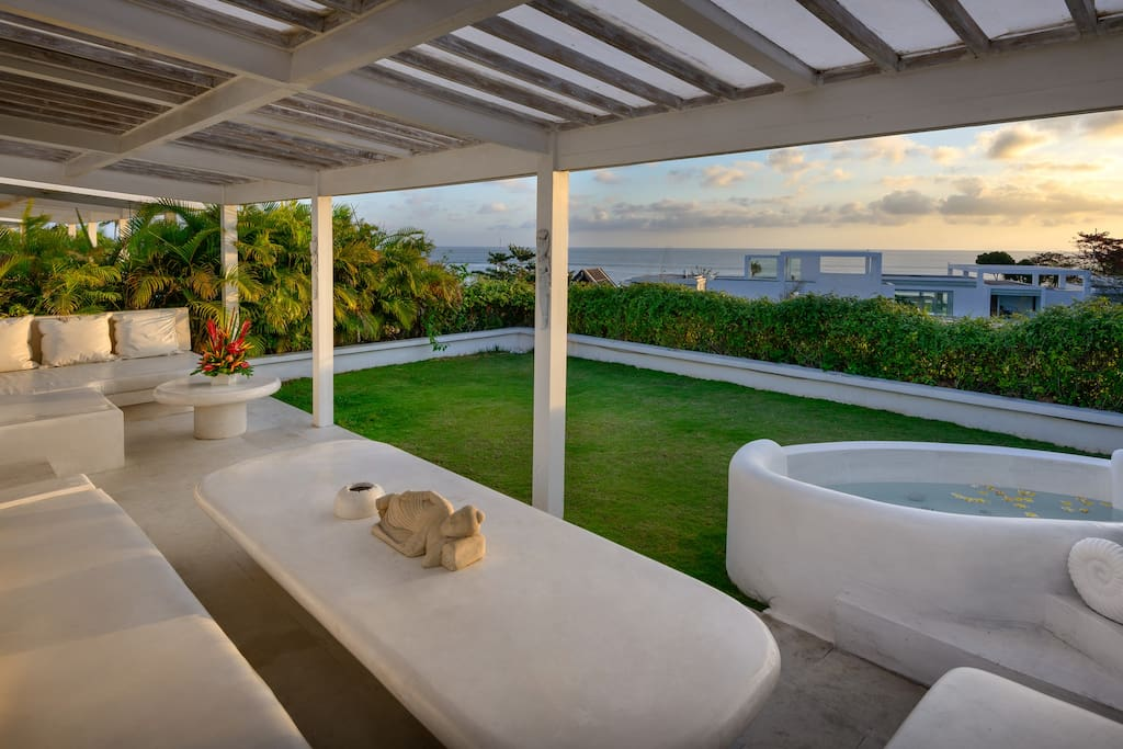 Rooftop garden, lounge area and jacuzzi