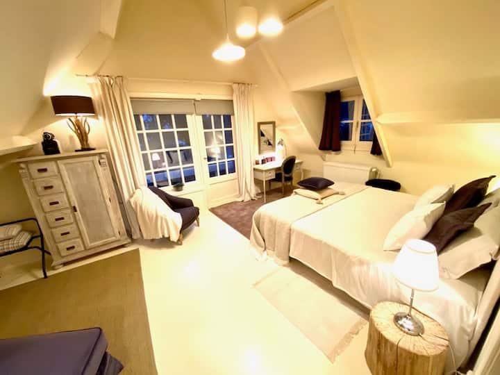 Mooie en ruime kamer in rustige klasse-villa
