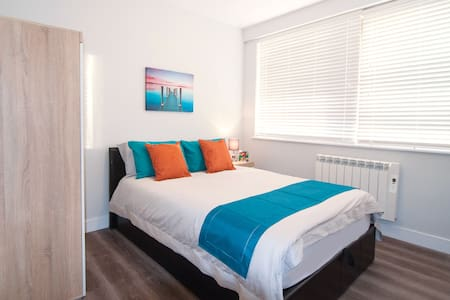 Luxury 2Bed 2Bath Apartment, 1MIN Barnet station - New Barnet - Apartamento
