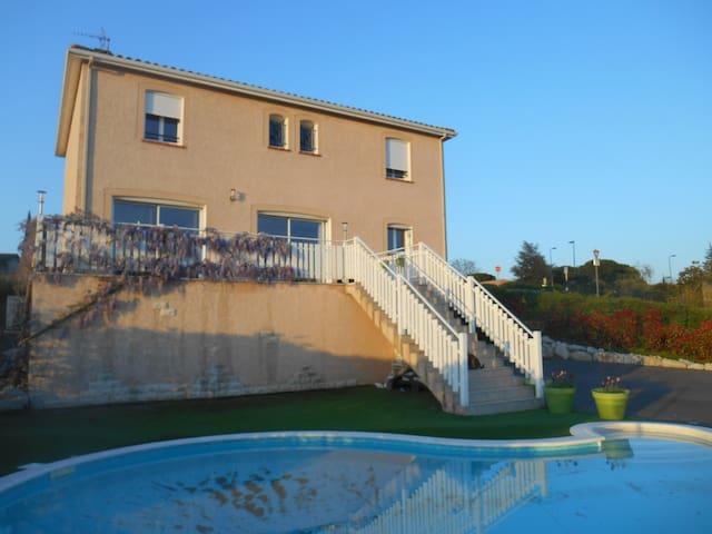 Vue panoramique et piscine à 12km de Toulouse ! - Lauzerville - In-law