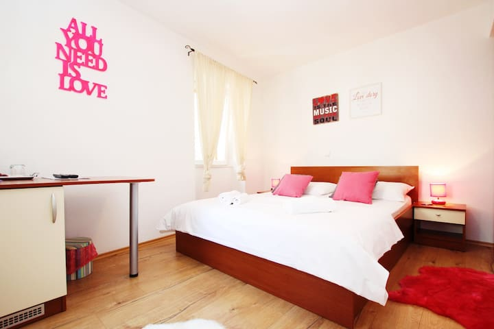 Double Room in Trogir, Ivanka 1 - Trogir - Bed & Breakfast