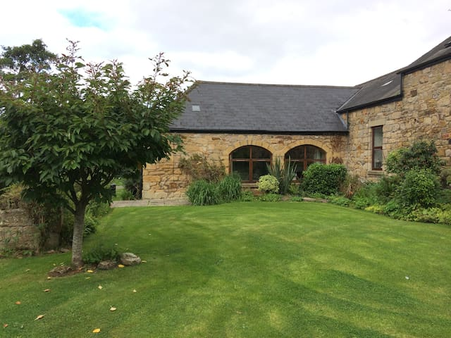 The Byre, cosy converted barn, countryside escape