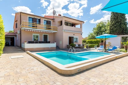 Apartment with pool - Pula - Apartment
