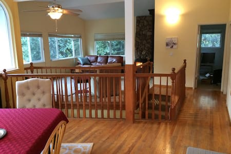 Large Private Master w/ Bath in Quiet Neighborhood - Scotts Valley - House