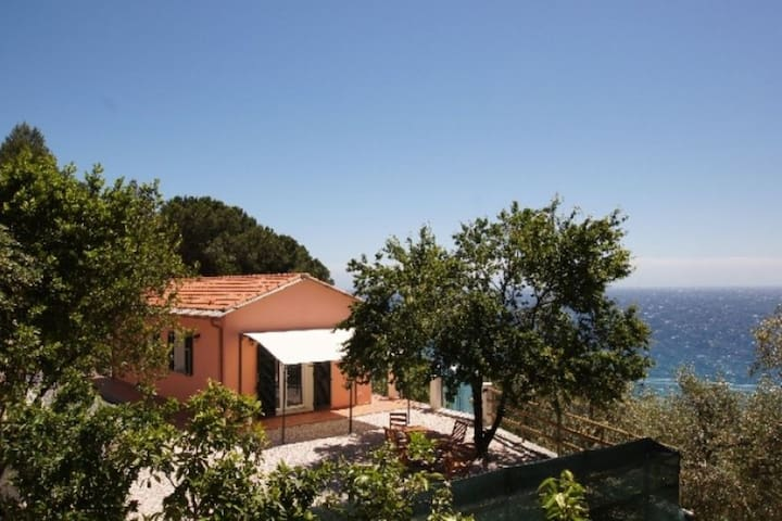 Villino Capo Berta. Sea-front Villa Terrace with BBQ Short distance to sandy beaches and shops