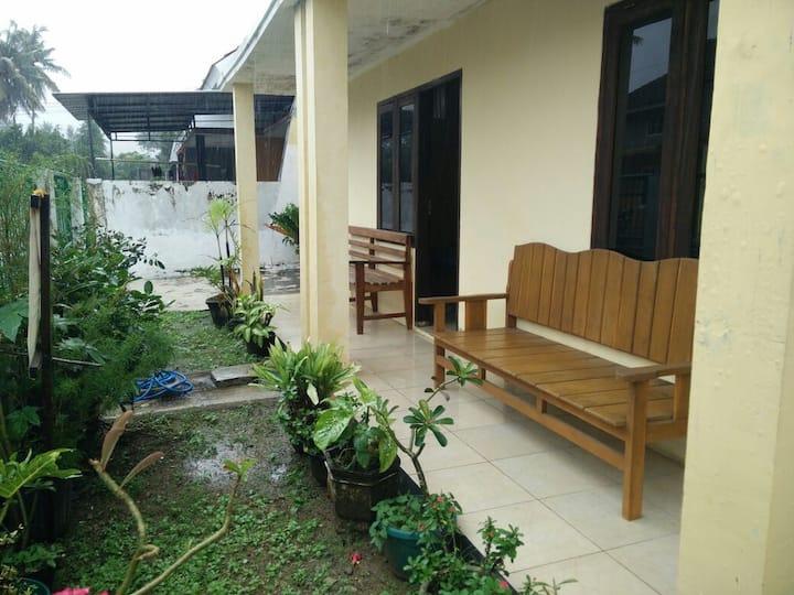 Vero Guest House II [Tropical Suite in Pacitan]