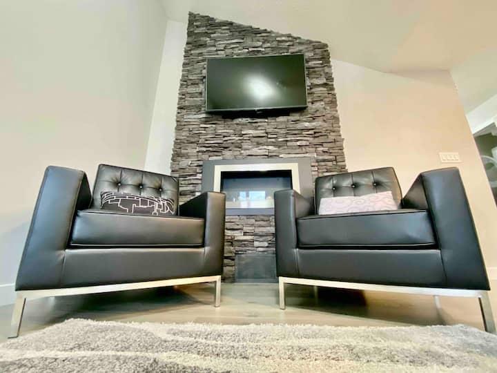Trendy & Comfortable Loft Style 2 Bedroom Condo