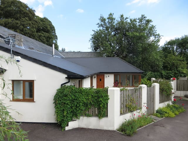 Glebe Cottage converted milking parlour - Dinas Powys - Cabin