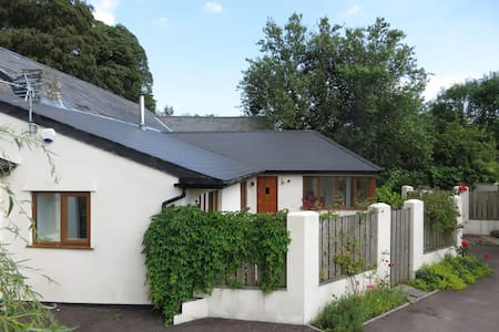 Glebe Cottage converted milking parlour - Dinas Powys
