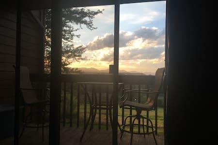 Amazing views! Private room/bath, Pool, Hot tub - Lakewood