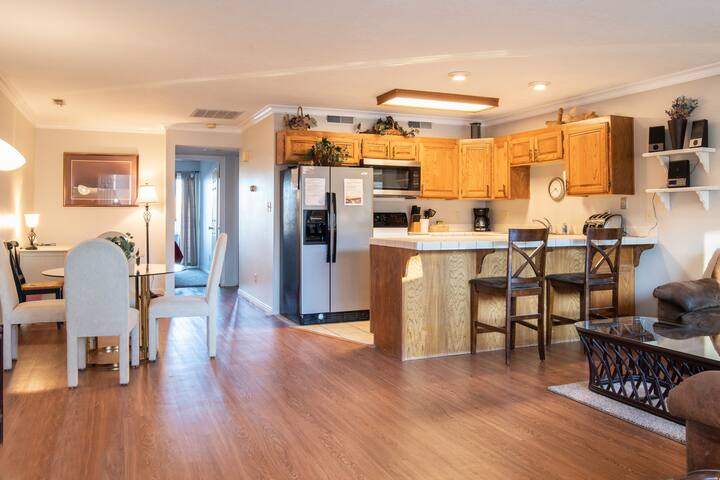 304 | Main Level Condo, New Flooring, Mountain Views, Close to Pools, and more!