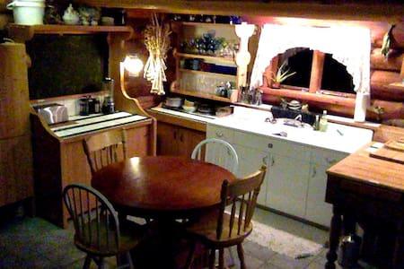 DEW-DROP INN  Private bedroom - Lake Cowichan