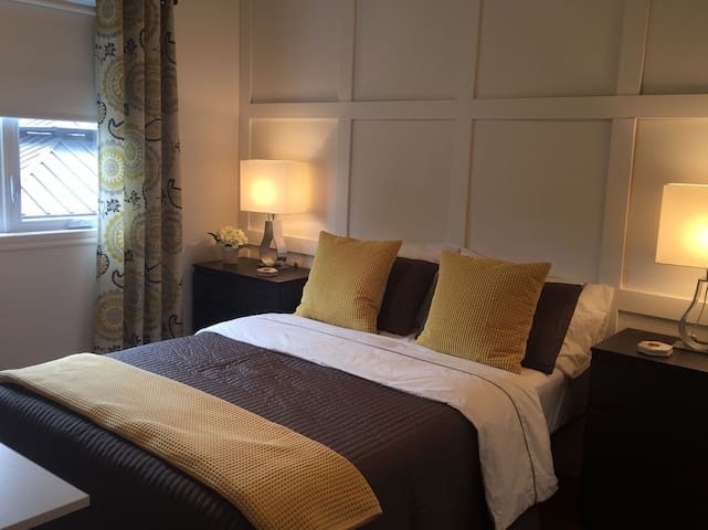 Private bedroom/Chambre privée 20 min to Montréal