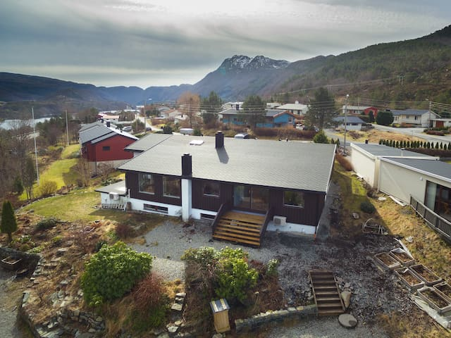 Stort hus med fin utsikt