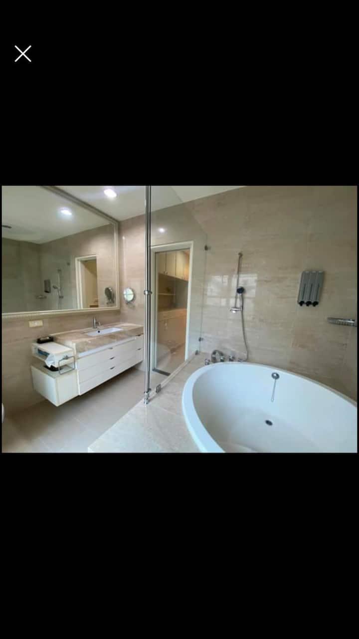 整層獨立套房、浴缸。