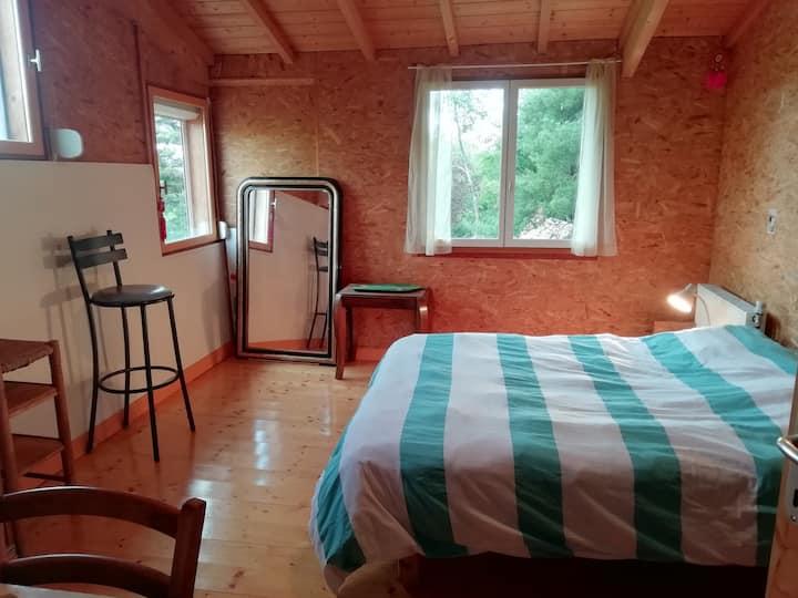 Chambres à louer dans maison calme avec jardin.