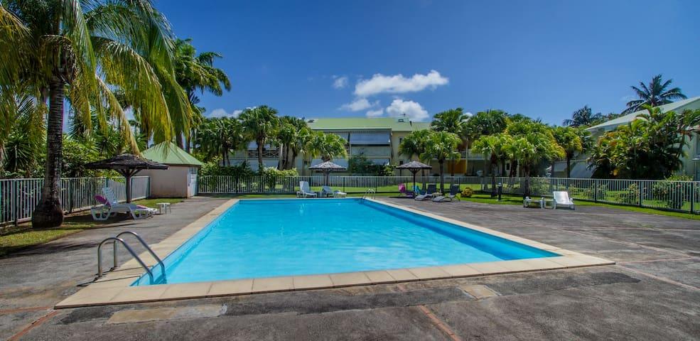 Rez de jardin F2 standing avec piscine