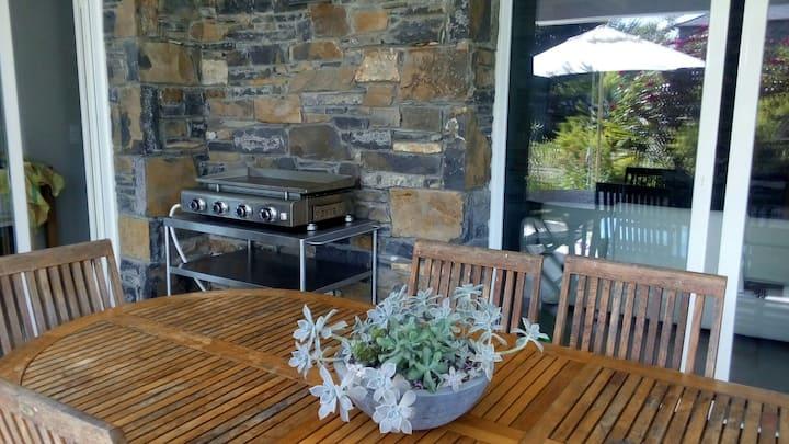Maison confortable moderne avec grand jardin