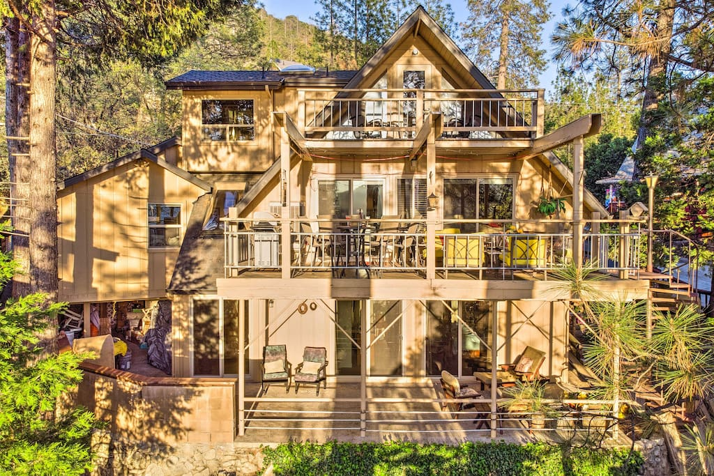 This waterfront Bass Lake home boasts multiple decks and 2,400 square feet.