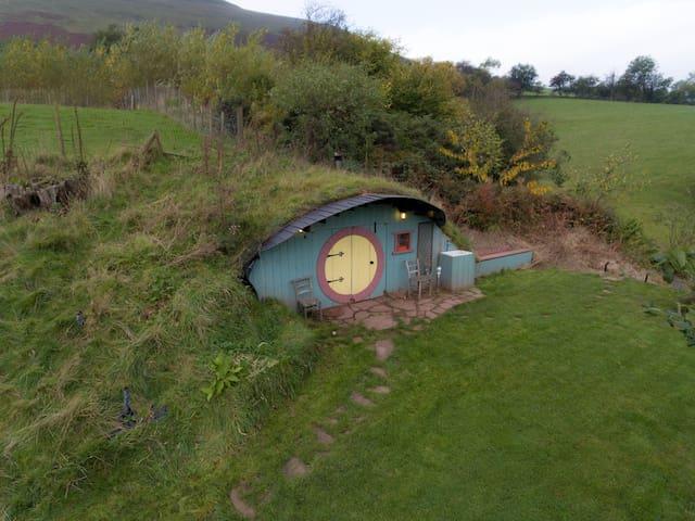 Hobbit House, Glamping underground!