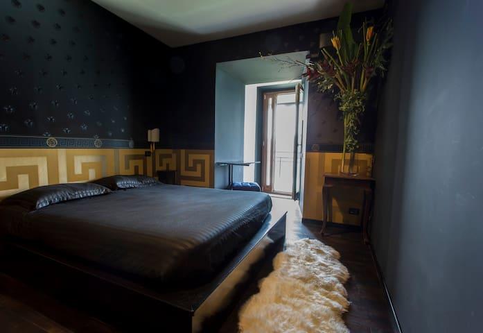 Gardenia Secret: Versace Suite