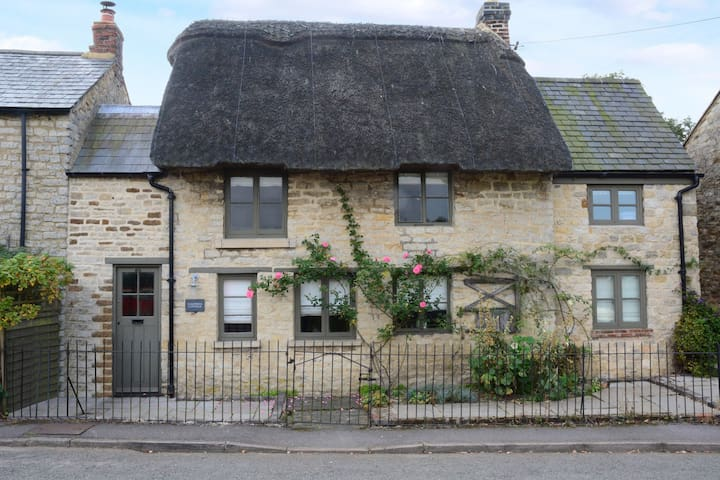 Picturesque thatched cottage in the Cotswolds