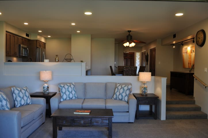 GORGEOUS Newly Remodeled Kaanapali Condo AVAIL !!!