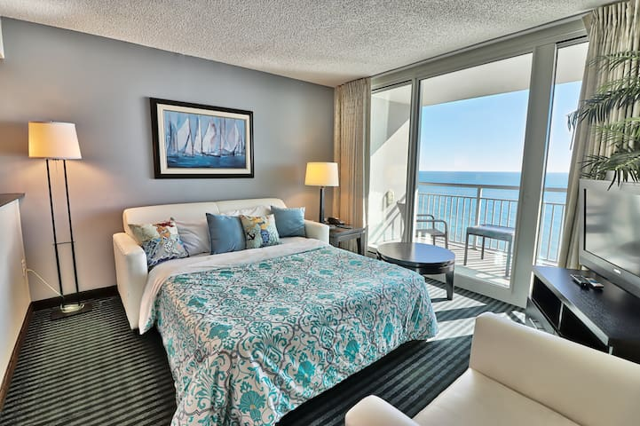 Luxury Condo/Two Direct Oceanfront Balconies/Pools