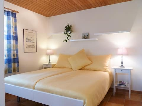 Lovely  double-room in a cosy villa