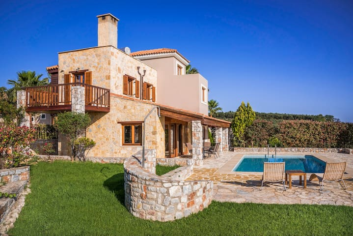 Villa with private pool platanias,chania - Platanias