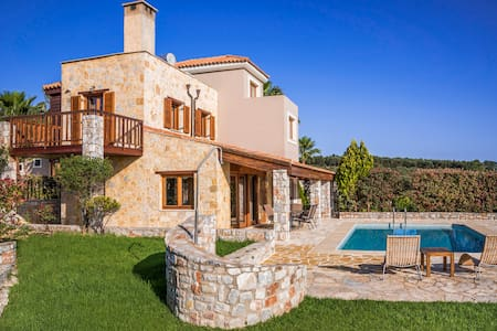 Villa with private pool platanias,chania - Platanias - Bed & Breakfast
