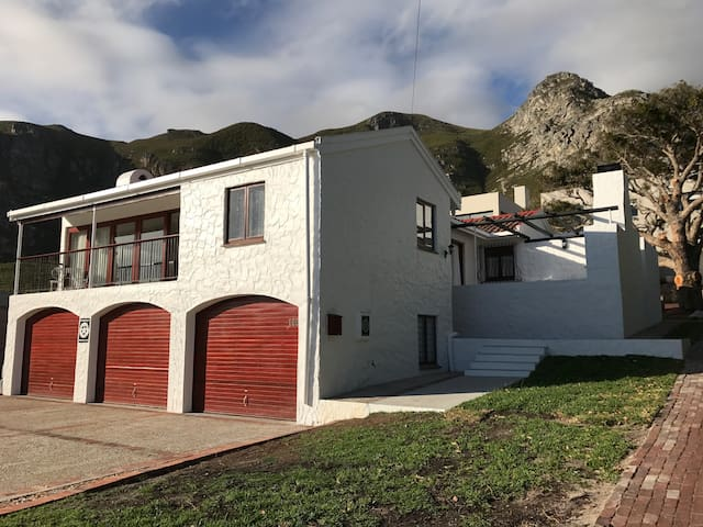 Mountain, Sea and Sun (Pty) Limited - Hermanus - House
