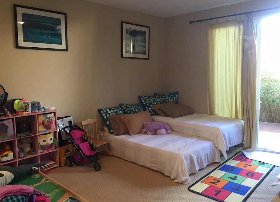 Bedroom with two twins.