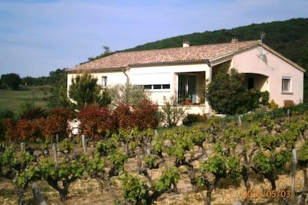 Maison sud Ardèche près Pont d'arc - Casa
