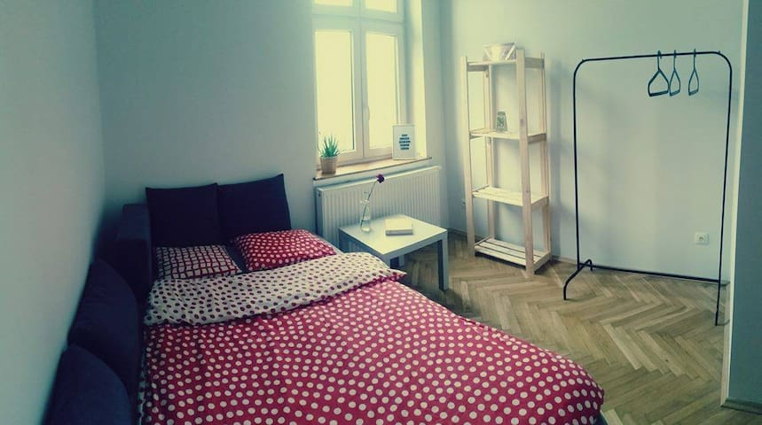 Cozy and bright room in the center of Kraków! - กรากุฟ - บ้าน