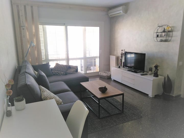 La Lluna-Central apartment 4 pax with parking F21177